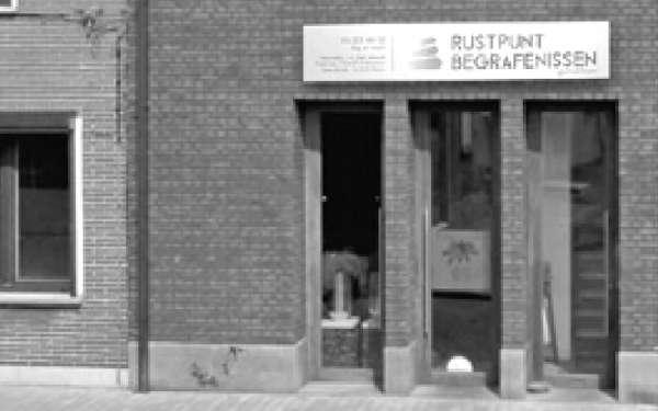 begrafenisondernemer_Antwerpen_Entreprise de pompes funèbres Rustpunt (Rustpunt Begrafenissen Ekeren)_3.jpg